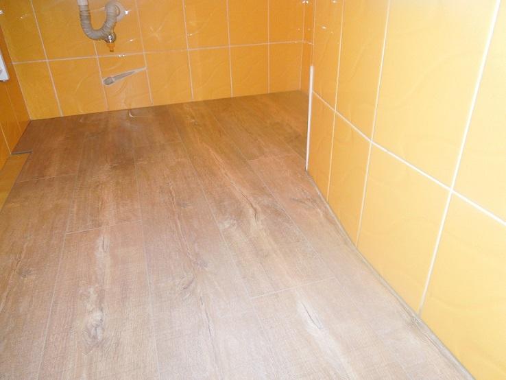 pôvodná podlaha v kúpelni nová podlaha v kúpelni 02908ea7c96