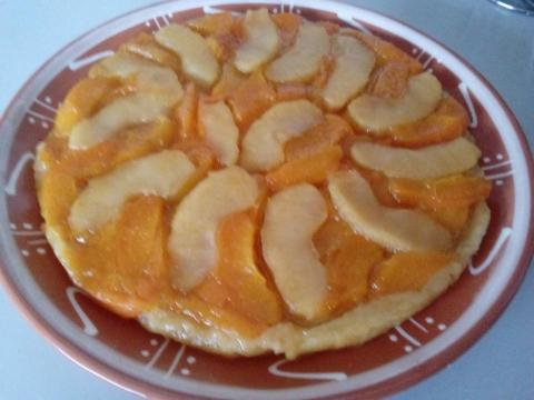 Obrátený ovocný koláč s tvarohovou plnkou - recept postup 1