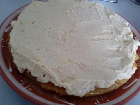Obrátený ovocný koláč s tvarohovou plnkou - recept postup 2