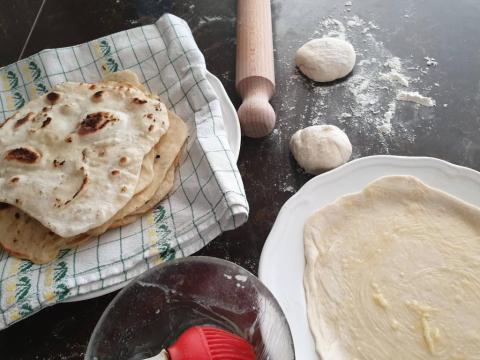 Cesnakový ploský chlebík - recept postup 1