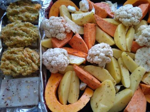 Rybie filé pod perinou pečené so zemiakmi a zeleninou - recept postup 1