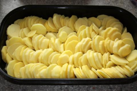 Zapekané zemiaky s bryndzou - recept postup 1