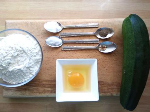 Chlebové placky s cuketou - recept postup 1