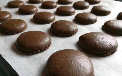 Overený recept na čokoládové makrónky - recept postup 14