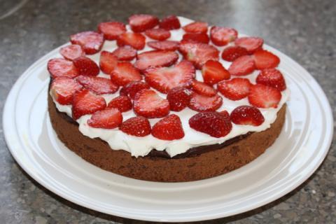 Čokoládovo jahodová torta - recept postup 7