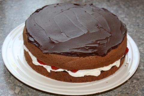 Čokoládovo jahodová torta - recept postup 8