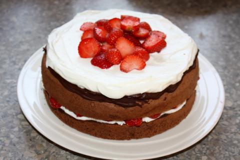 Čokoládovo jahodová torta - recept postup 9