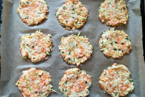 Pečené cuketovo - mrkvové placky - recept postup 3