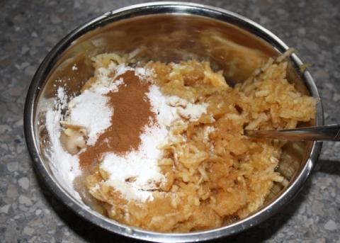 Jablkový koláč s tvarohom - recept postup 4