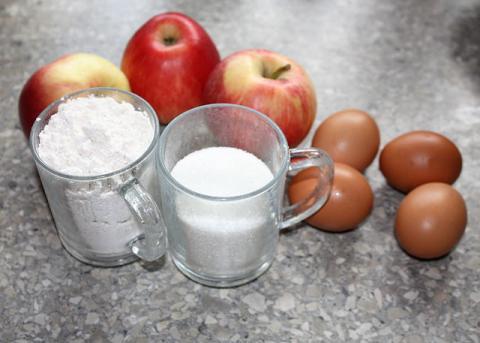 Jablkový koláč zo štyroch ingrediencií - recept postup 1