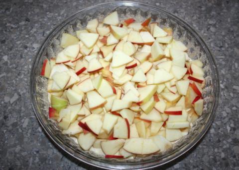Sypaný jablkový koláč s tvarohom - recept postup 6