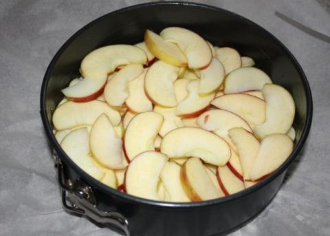 Jablkový koláč s orechami - recept postup 4