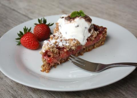Jahodový koláč s orechami - recept postup 8