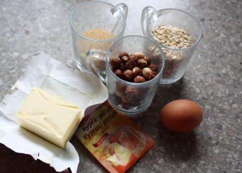 Jahodový koláč s orechami - recept postup 1
