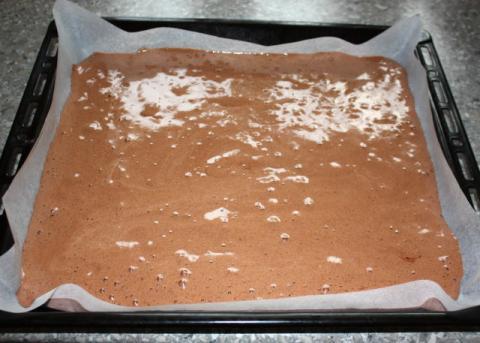 Kakaová roláda s letným ovocím - recept postup 3