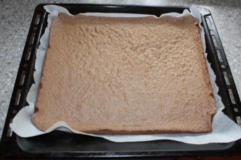 Karobová roláda so smotanovým krémom - recept postup 2