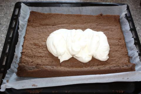 Karobová roláda so smotanovým krémom - recept postup 5