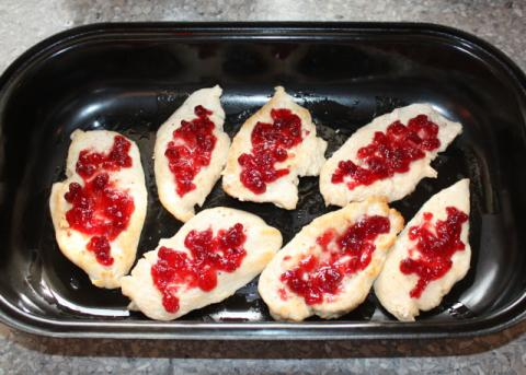 Zapekané kuracie prsia s brusnicovou omáčkou - recept postup 1