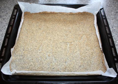 Maková roláda so žĺtkovým krémom a černicami - recept postup 4