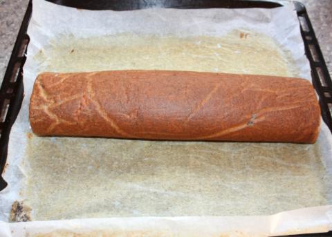 Maková roláda so žĺtkovým krémom a černicami - recept postup 10