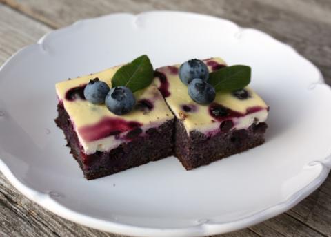 Makový koláč s tvarohom a čučoriedkami - recept postup 11