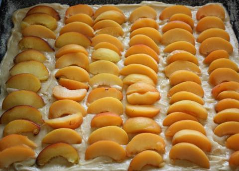 Marhuľový koláč s posýpkou - recept postup 8