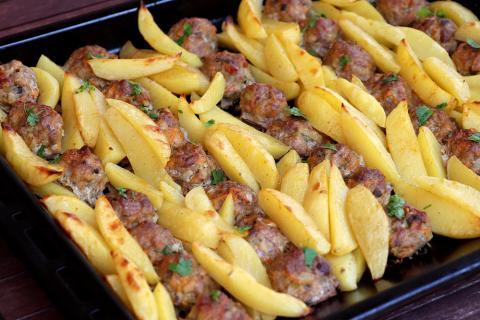Mäsové guličky pečené spolu so zemiakmi - recept postup 4