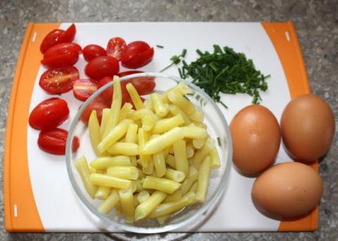 Omeleta so zelenou fazuľkou - recept postup 1