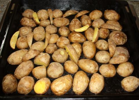 Pečené zemiaky s bryndzovou pomazánkou - recept postup 1