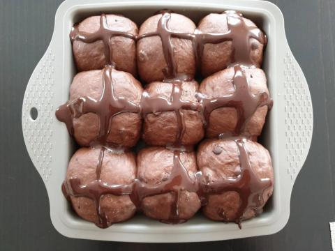 Čokoládové hot cross buns - recept postup 1