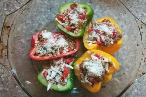Paprika plnená zeleninou a syrom halloumi zapečená v rúre - recept postup 5