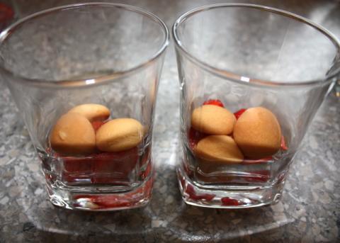 Smotanový pohár s jahodami - recept postup 6