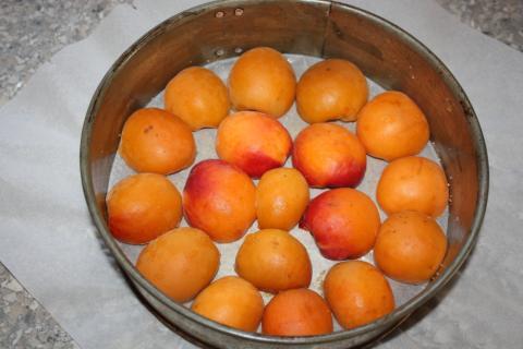 Obrátený marhuľový koláč - recept postup 2