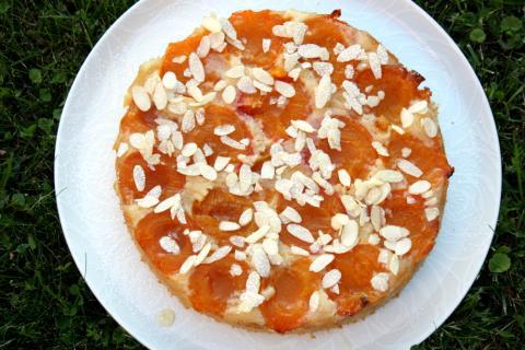 Obrátený marhuľový koláč - recept postup 5