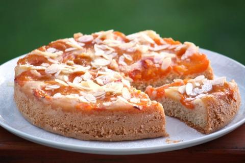 Obrátený marhuľový koláč - recept postup 6