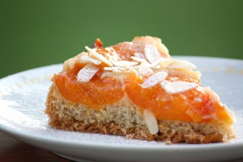 Obrátený marhuľový koláč - recept postup 7