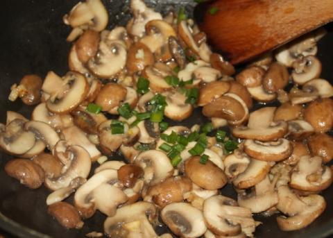 Quinoa šalát so šampiňónmi a špenátom - recept postup 2