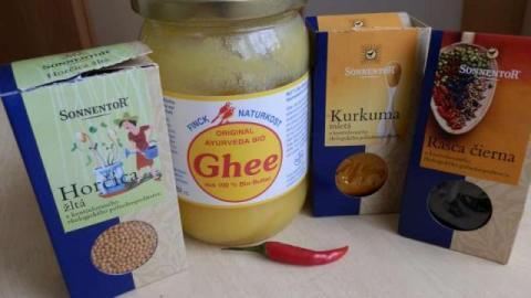 Fazuľové struky so sezamom a kurkumou. - recept postup 1