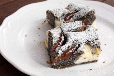 Slivkový koláč s makom a tvarohom - recept postup 9