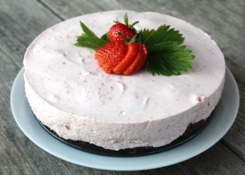 Smotanovo - jahodová torta s čokoládou - recept postup 12