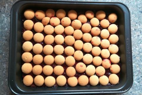 Smotanovo čokoládový zákusok s ríbezľami - recept postup 2
