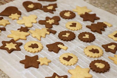 Vianočné dvojfarebné sušienky - recept postup 2
