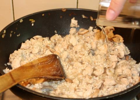 Rizoto s kuracím mäsom, šampiňónmi a špenátom - recept postup 5