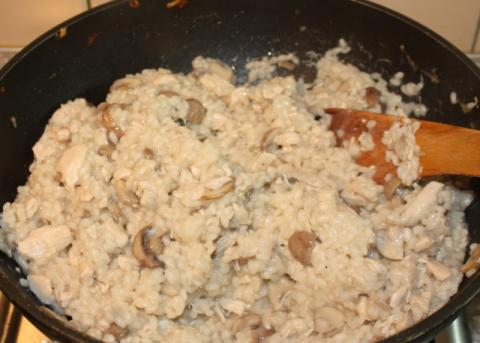 Rizoto s kuracím mäsom, šampiňónmi a špenátom - recept postup 7