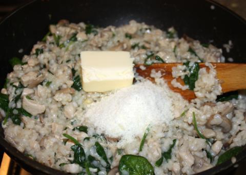 Rizoto s kuracím mäsom, šampiňónmi a špenátom - recept postup 9