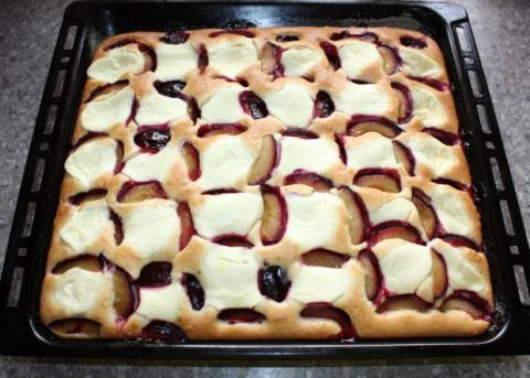 Slivkový koláč s tvarohom - recept postup 6