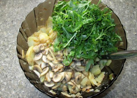 Zemiakový šalát s rukolou a šampiňónmi - recept postup 5