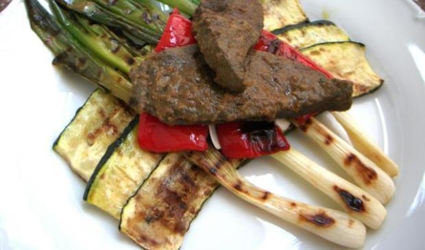 Teľacia pečeň na grilovanej zelenine