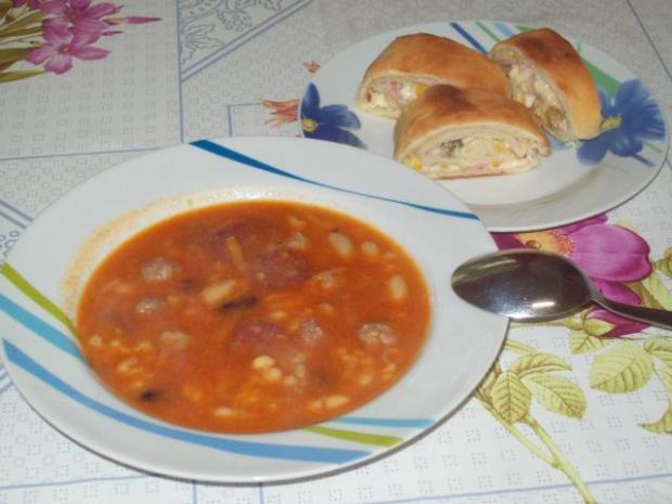Rýchla fazuľová polievka s mäsovými guľkami - recept