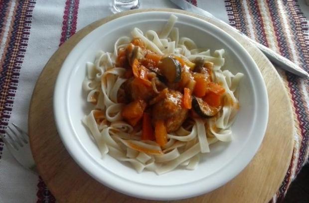 Tagliatele s mäsovými guličkami na zelenine - recept